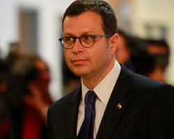 Hinzpeter realiza llamado a comportarse con tranquilidad for Como se llama el ministro del interior