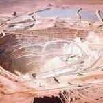 Trabajadores de minera Escondida inician paro por bono anual