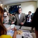 Pablo Longueira reaparece para votar tras cuatro meses de ausencia