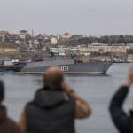 Tropas rusas asaltan uno de los últimos buques ucranianos en Crimea