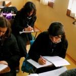 Escolares chilenos se ubican entre los más bajos de la OCDE en test sobre solución de problemas