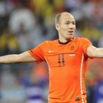 Holanda jugaría con cinco defensas ante España