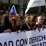Estudiantes marchan en demanda de mayor participación en discusión de la reforma educacional