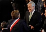 Michelle Bachelet saluda a Sebastián Piñera en el Te Deum Evangélico 2014
