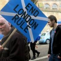 Reino Unido: Líder escocesa pide a Londres no bloquee independencia