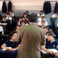 Profesor en sala de clases