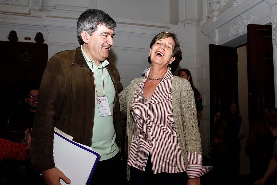 http://www.duna.cl/media/2014/11/Camilo-Escalona-e-Isabel-Allende-900x600.jpg