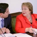 """Presidenta Bachelet pidió a ministros """"trabajar más"""" para enfrentar desaceleración económica"""