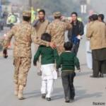 131 personas mueren en ataque a escuela de Pakistán