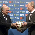 """Putin asegura que EE.UU. quiere """"impedir la reelección de Blatter"""" con escándalo FIFA"""