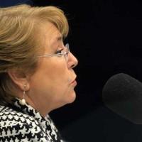 Presidenta Bachalet da entrevista a radio Cooperativa.
