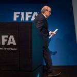 FIFA: Joseph Blatter pone su cargo a disposición