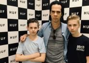Nick Cave y sus hijos gemelos