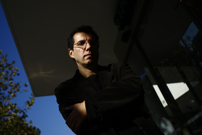 20 Mayo 2009 Alberto Fuguet periodista, escritor y cineasta chileno en entrevista con La Tercera. Foto: Luis Sergio / La Tercera/
