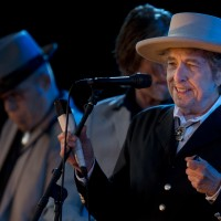 US musician Bob Dylan (R) performs during the second day of the Hop Farm music festival in Paddock Wood, Kent, on June 30, 2012. AFP PHOTO / BEN STANSALL        (Photo credit should read BEN STANSALL/AFP/GettyImages)