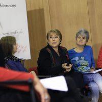 """28 de mayo de 2016/SANTIAGO En el Café Literario Parque Balmaceda de Providencia la Presidenta de la República, Michelle Bachelet, participo del  """"Encuentro Local Autoconvocado"""" con un grupo de mujeres en el marco del Proceso Constituyente de Chile.  FOTO:MARIO DAVILA/AGENCIAUNO"""