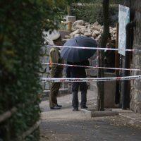 21 de Mayo de 2016/SANTIAGO Un hombre ingresó a la jaula de los leones africanos del Zoológico Metropolitano, escalando la reja para luego desnudarse, siendo atacado por los felinos. Personal del recinto disparó contra los dos leones que lo atacaron, un macho y una hembra,dándoles muerte.  El sujeto fue trasladado a la Clínica Indisa, donde permanece grave. En la imágen, la jaula de los los leones vacia luego del incidente. FOTO: RAFA MARTINEZ/AGENCIAUNO