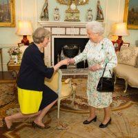 Teresa Mey y Reina Isabel II