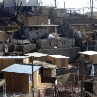 112  de Mayo de 2014/VALPARAISO En el Cerro Las Cañas  algunos afectados  tiene casi lista sus viviendas de emergencia, después de la tragedia de los cerros de Valparaíso, donde dejo 15 personas fallecidas, más de 2500 vivienda quemada y 1100personas damnificadas. En la fotografía algunas quebradas donde construyen viviendas de emergencias. FOTO: PABLO OVALLE ISASMENDI /AGENCIAUNO