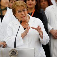 """18 de Octubre del 2016/SANTIAGO La Presidenta de la República, Michelle Bachelet, realizó una visita inspectiva a las instalaciones del Centro Comunitario de Salud Familiar """"Lumen"""" de la Comuna De Maipú  FOTO:FRANCISCO FLORES SEGUEL/AGENCIAUNO"""