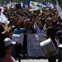 20 de Octubre de 2016/SANTIAGO Ciento de trabajadores de la ANEF, marchan por Alameda hasta Los Heroes, en demanda de mejoras en sus reajustes salariales FRANCISCO CASTILLO D./AGENCIAUNO