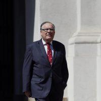 20 de Octubre del 2016/SANTIAGO El nuevo Ministro de Justicia, Jaime Campos se retira del Palacio de La Moneda tras reunirse con la presidenta de la Republica.  FOTO: PABLO VERA LISPERGUER/AGENCIAUNO