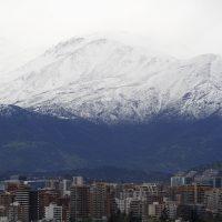 14 de Octubre de 2015/SANTIAGO  Vista Panoramica de la Cordillera de los de Andes tras el frente de mal tiempo sobre la Capital .  FOTO:VICTOR PEREZ/AGENCIAUNO