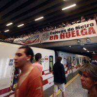 07 de Diciembre de 2016/SANTIAGO Trabajadores del sindicato de cajeros de Metro que se encuentran en paro, se manifestaron en la la estación Baquedano FOTO: FRANCISCO CASTILLO D./AGENCIAUNO