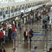 27 Diciembre 2010   En el Aeropuerto Arturo Merino Benitez se instalo un purificador de aire a base de iones.  Jorge Fuica-La Tercera