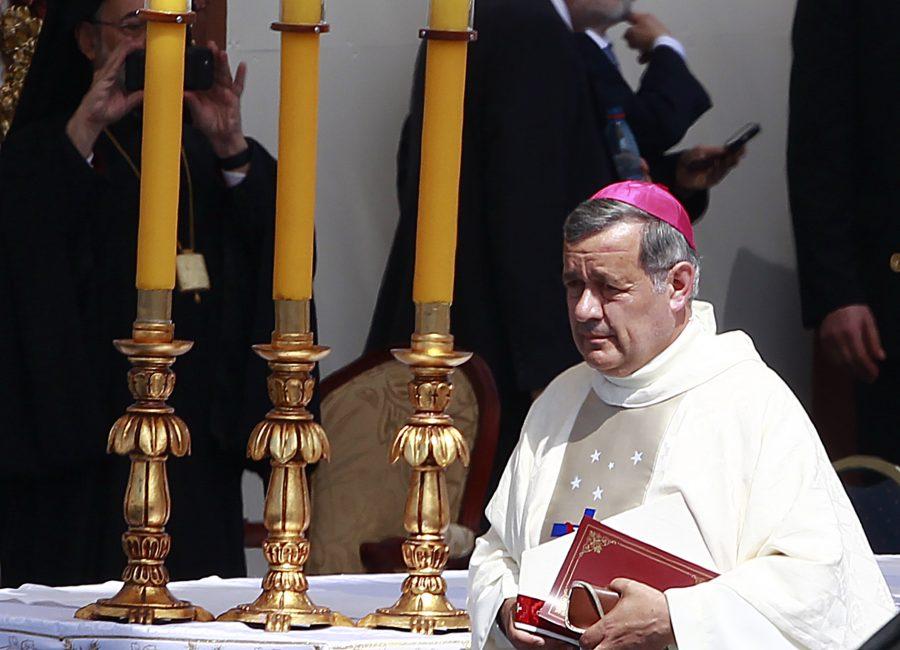 Obispo Juan Barros se encuentra con problemas de salud informó el Arzobispado de Osorno.