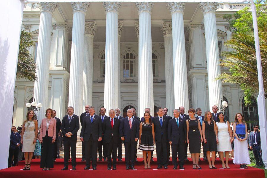 El presidente Sebastián Piñera junto a su gabienete.