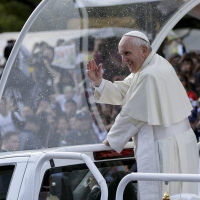 Papa Francisco en Latinoamérica: Cuestionado arzobispo produce molestia en Perú