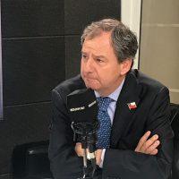 El ministro Varela se disculpó por sus dichos sobre las máquinas de dispensadores de preservativos en los colegios.