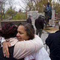 Remueven de Central Park estatua del padre de la ginecología por sus crueles experimentos con mujeres negras