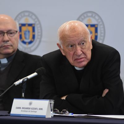 El Cardenal Ricardo Ezzati, da una conferencia de prensa tras el termino Asamblea Extraordinaria de Presbíteros de Santiago. Cardenal Ricardo Ezzati.