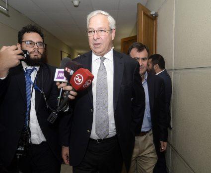 Diputados Ignacio Urrutia al termino de la sesión donde se refriere al incidente donde fue agredido en su hombro por Pamela Jiles .