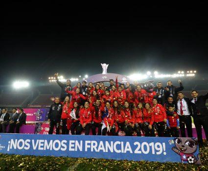 La Roja Femenina festeja la clasificación al Mundial de la categoría, tras obtener el segundo lugar en la Copa America Femenina 2018.