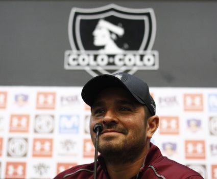 El técnico de Colo Colo, Hector Tapia, realiza una conferencia de Prensa en la sala de prensa del Estadio Monumental.