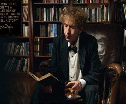 Bob Dylan tomando whiskey
