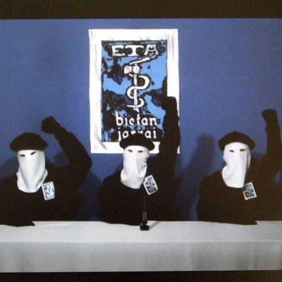 Foto de RTVE.es que muestra a miembros de la organización ETA