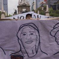 Protestas en Ciudad de México por el asesinato de los tres estudiantes de cine en Jalisco. En vídeo, estudiantes de Guadajara denunciando la desaparición de sus compañeros. ALICIA FERNÁNDEZ / YOUTUBE
