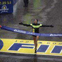 - Desiree Linden se convirtió en la primera mujer estadounidense que gana el Maratón de Boston en 33 años.