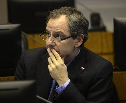 El ministro Gerardo Varela , , durante la comisión de Educación del Senado donde se analizo la situación de acoso sexual que están viviendo diferentes