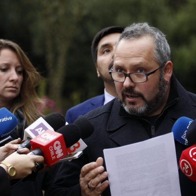 Sebastian Davalos junto a su esposa Natalia Compagnon realiza una declaraci—n publica en su casa, luego de ser sobreseido del Caso Caval