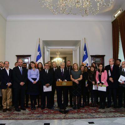 El Presidente de la República, Sebastián Piñera, recibe documento con propuestas de la mesa de trabajo por un Acuerdo Nacional por la Infancia