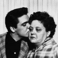 Gloria, la madre que configuró el alma del rock and roll de Elvis Presley