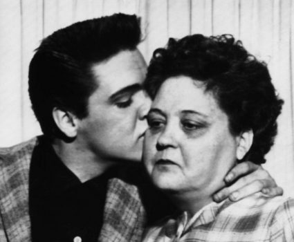 Gloria, la madre que configuró el alma del rock and roll de Elvis Presley