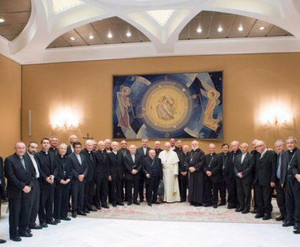 Papa Francisco junto a los obispos chilenos