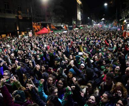 debate por el aborto , Plaza del Congreso foto MARCELO CARROLL