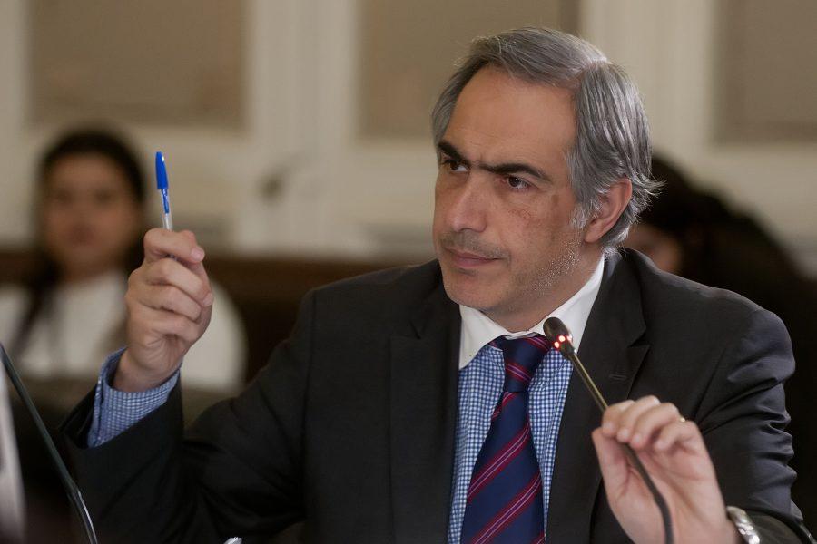 Santiago 08 Mayo 2017. El Senador Francisco Chahuan durante la Comision de Salud. Sergio Piña/Aton Chile